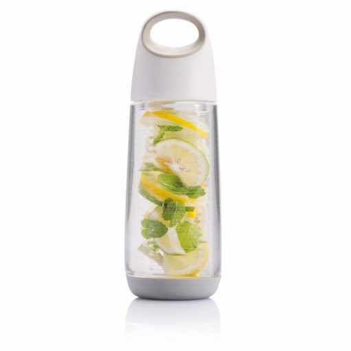 Sticla infuzor fructe 650 ml cu maner, XD by AleXer, BP, tritan, pp, alb, breloc inclus din piele ecologica si metal
